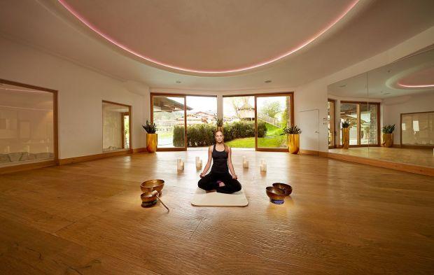 STANGLE-yoga-raum-gro-karin